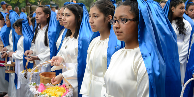 Eucharistic Congress procession in pictures