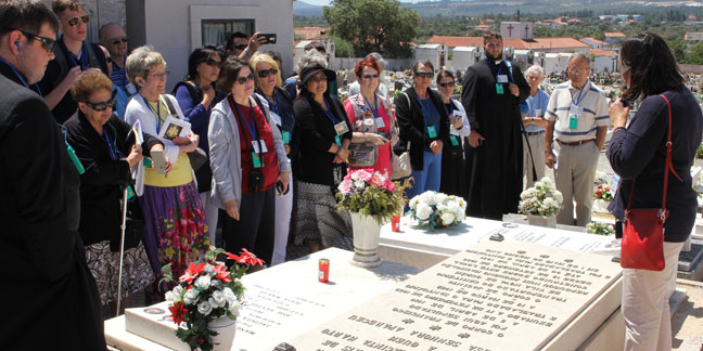 Pilgrims visit Fatima shrine during centennial anniversary