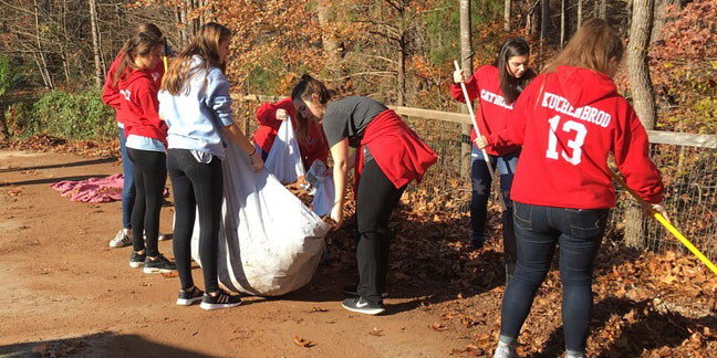1,000-plus Charlotte Catholic students serve others